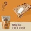 Fatia de pão 5 sementes com manteiga, ao lado de embalagem EYRA 500g 5 Sementes